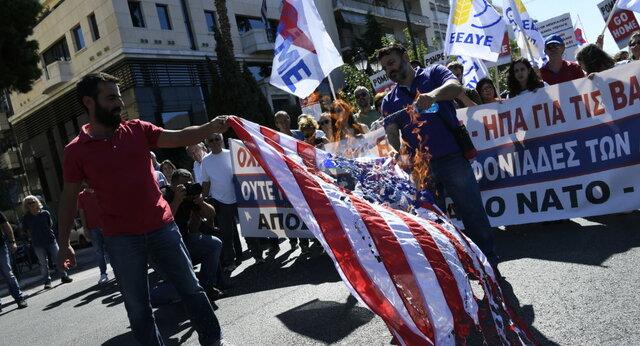 استقبال یونانی ها از وزیر خارجه امریکا